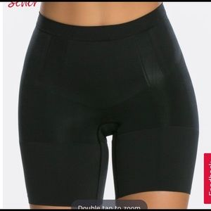 SPANX OnCore Mid-Thigh Short NWOT